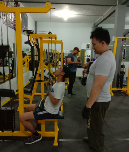 Personal Trainer pada Gym